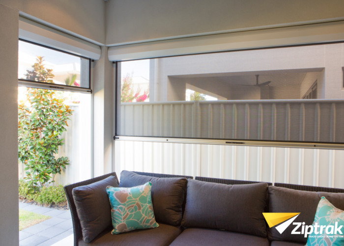 Outdoor shade blind